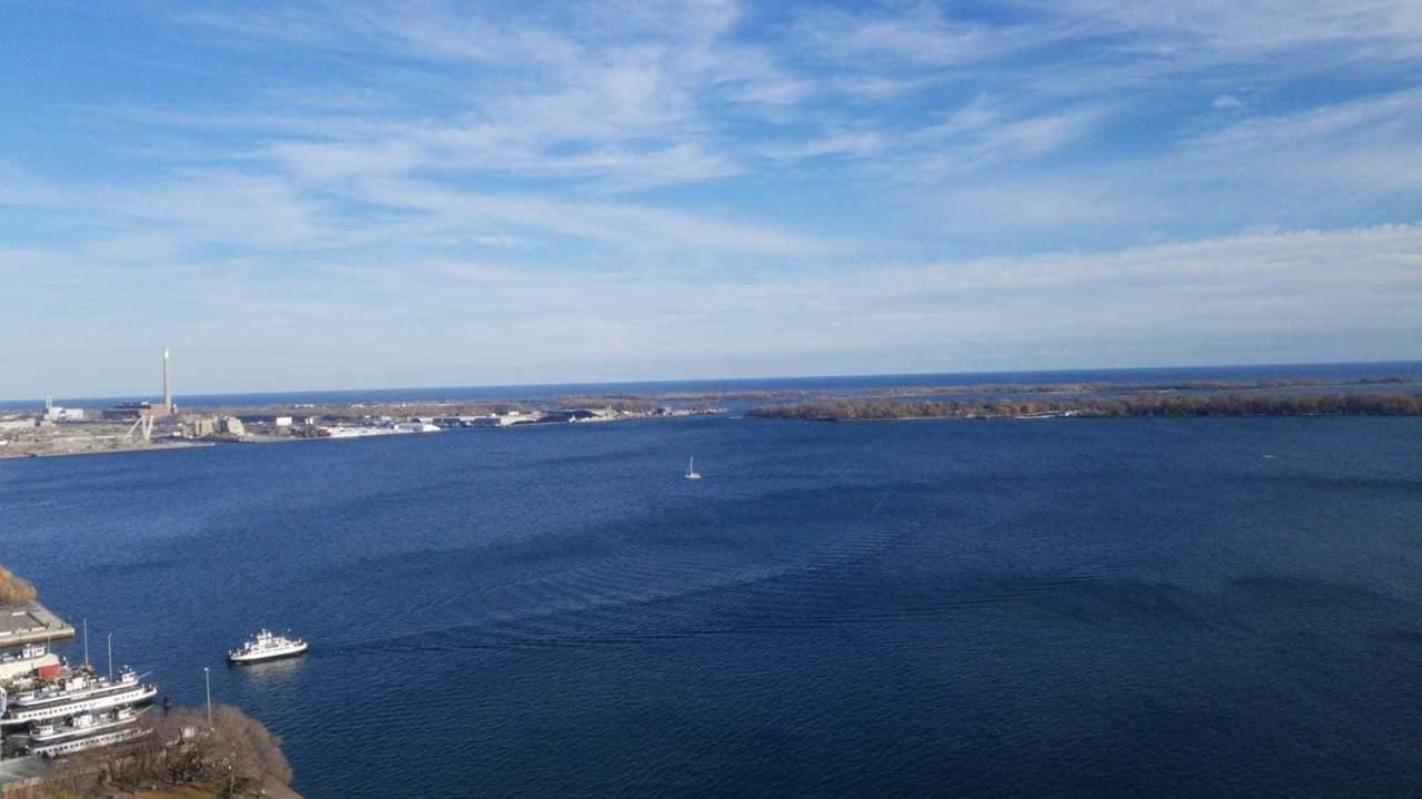 99 Harbour Sq - Photo 1