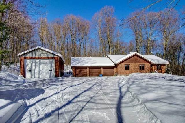 4 St Antoine Cres, Oro-Medonte, ON L0L 1V0 (MLS #S5115911) :: Forest Hill Real Estate Inc Brokerage Barrie Innisfil Orillia