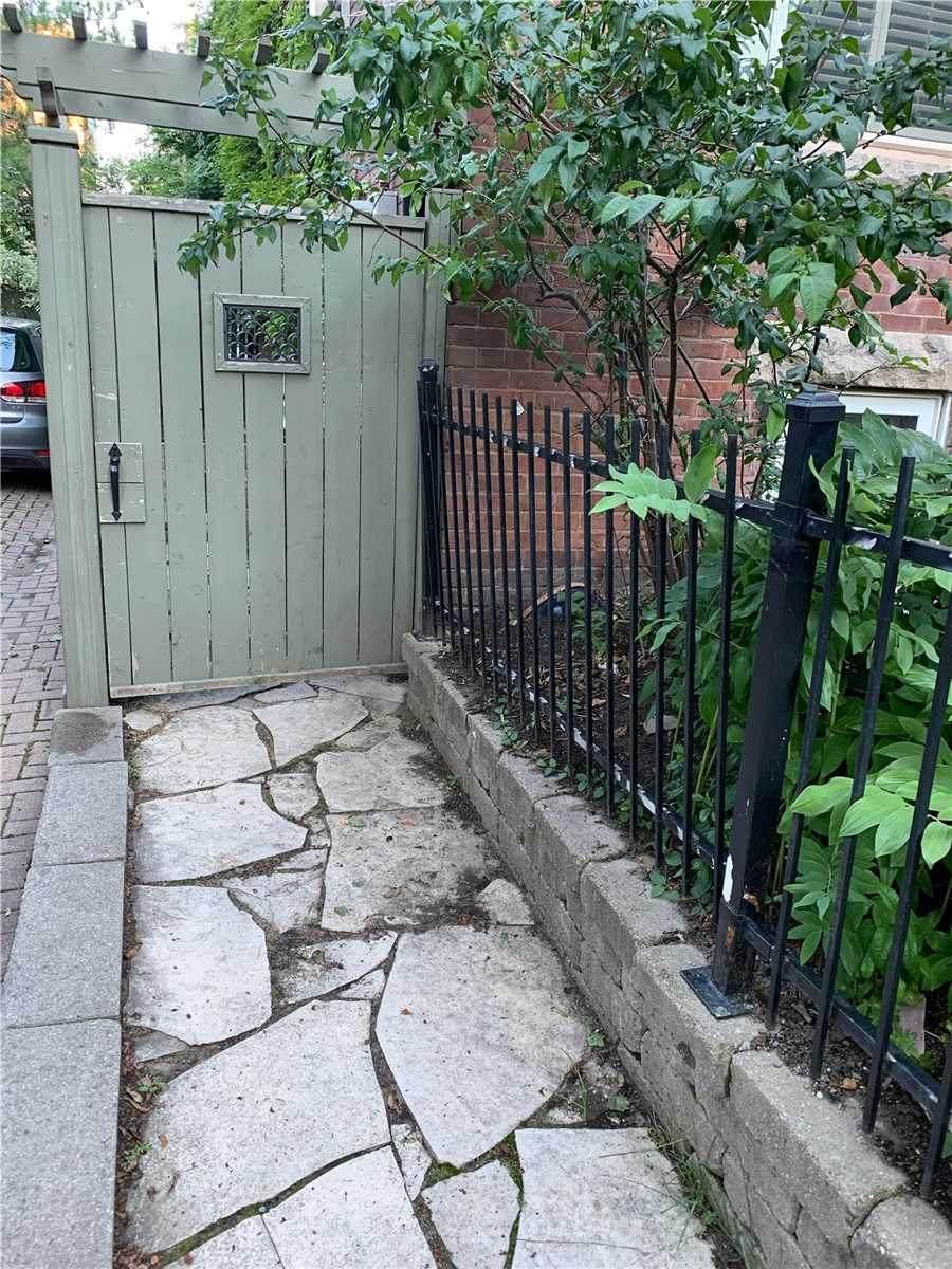 440 Sackville St - Photo 1