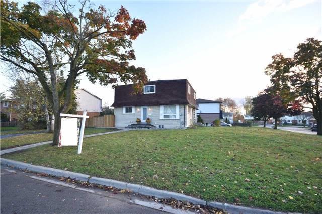 319 Vancouver Cres, Oshawa, ON L1J 5X8 (#E3990048) :: Beg Brothers Real Estate