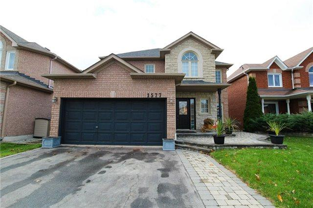 1577 Seguin Sq, Pickering, ON L1V 6T3 (#E3990245) :: Beg Brothers Real Estate