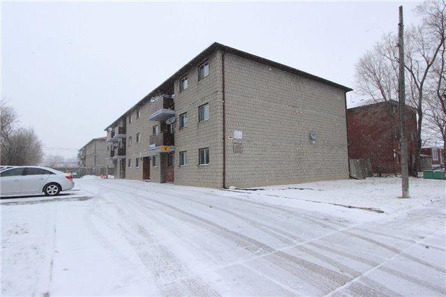 350 Malaga Rd, Oshawa, ON L1J 1N7 (#E4024482) :: Beg Brothers Real Estate