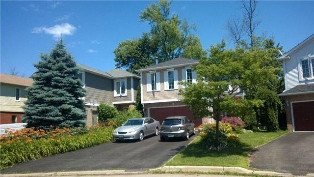 1054 Moorelands Cres, Pickering, ON L1W 3K4 (#E4108946) :: Beg Brothers Real Estate