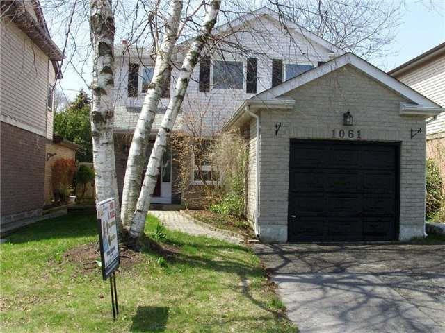 1061 Moorelands Cres, Pickering, ON L1W 3K3 (#E4118640) :: Beg Brothers Real Estate