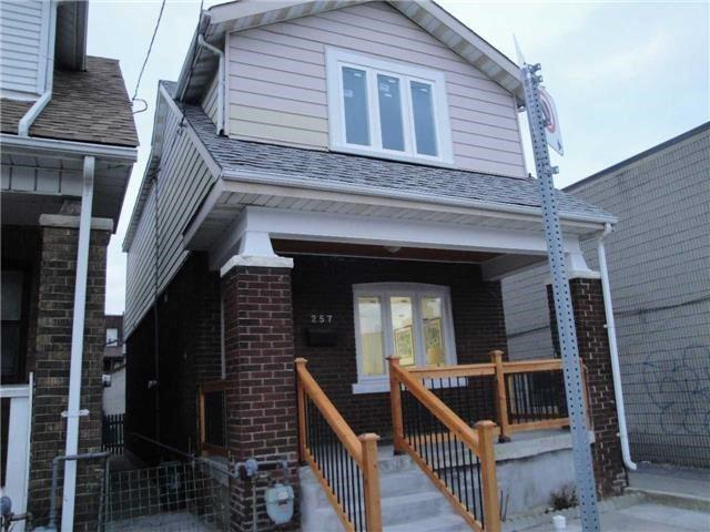 257 Greenwood Ave, Toronto, ON M4L 2R6 (#E4126437) :: Beg Brothers Real Estate