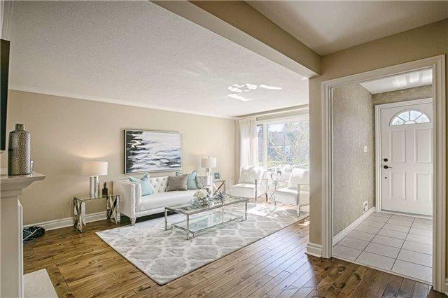 85 Lawrence Ave, Richmond Hill, ON L4C 1Z2 (#N4140590) :: Beg Brothers Real Estate