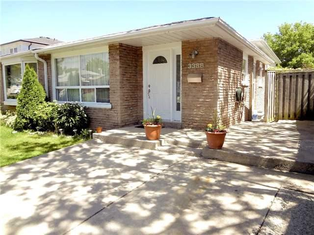 3388 Oakglade Cres, Mississauga, ON L5C 1X5 (#W4025200) :: Beg Brothers Real Estate