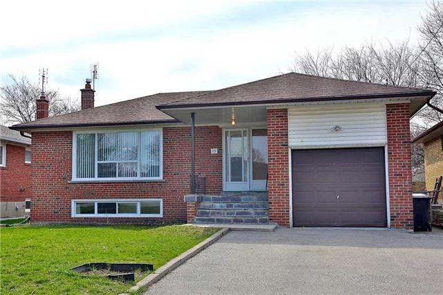 79 Lavington Dr, Toronto, ON M9R 2H3 (#W4025252) :: Beg Brothers Real Estate