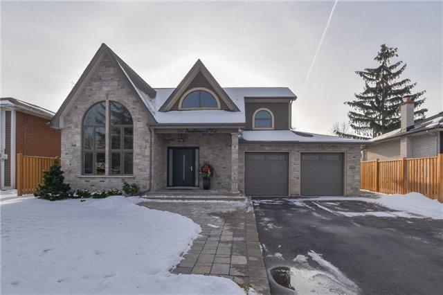 396 Sandlewood Rd, Oakville, ON L6L 3S2 (#W4026024) :: Apex Realty Network