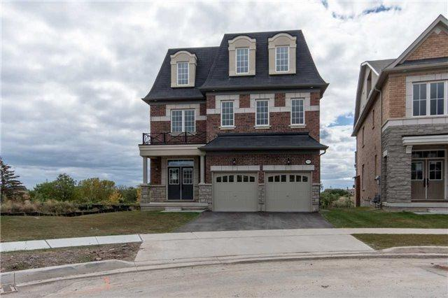 3052 Hibiscus Gdns, Oakville, ON L6M 4M2 (#W4026224) :: Apex Realty Network