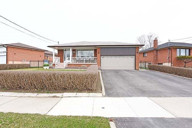 11 Archway Cres, Toronto, ON M9M 1V5 (#W4107329) :: Beg Brothers Real Estate