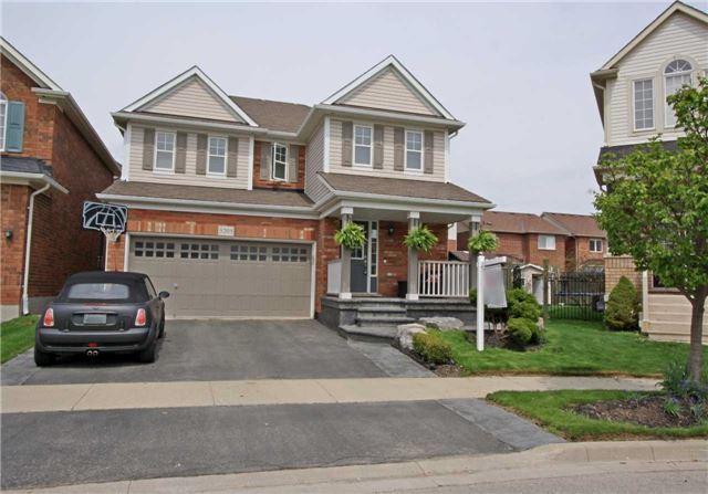 3205 Munson Cres, Burlington, ON L7M 0C2 (#W4128228) :: Beg Brothers Real Estate