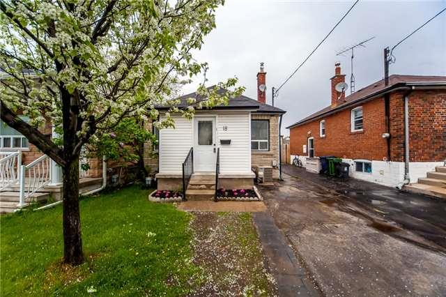 18 White Ave, Toronto, ON M6N 1S6 (#W4131082) :: Beg Brothers Real Estate