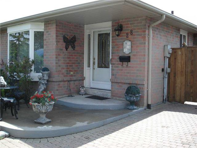 28 Greenwood Cres, Brampton, ON L6S 1T3 (#W4131381) :: Beg Brothers Real Estate