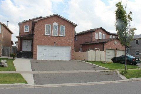 45 Thorntree Cres, Brampton, ON L6Y 3Y1 (#W4133989) :: Beg Brothers Real Estate