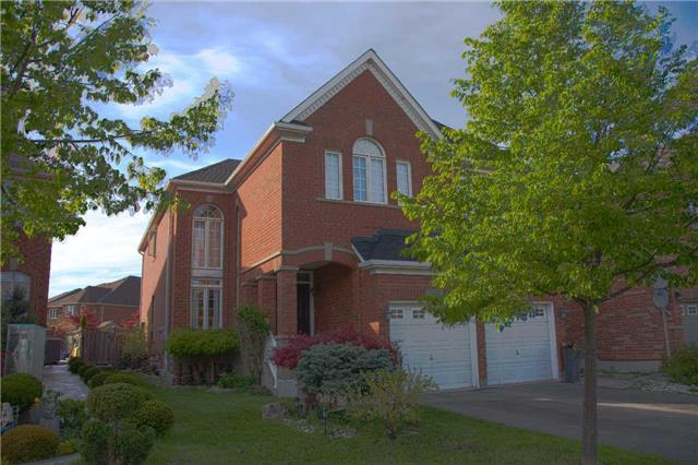 3805 Candlelight Dr, Mississauga, ON L5M 8A8 (#W4134419) :: Beg Brothers Real Estate