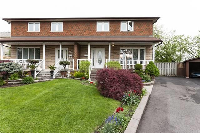 876 Hollyhill Crt, Mississauga, ON L4Y 2E1 (#W4136136) :: Beg Brothers Real Estate
