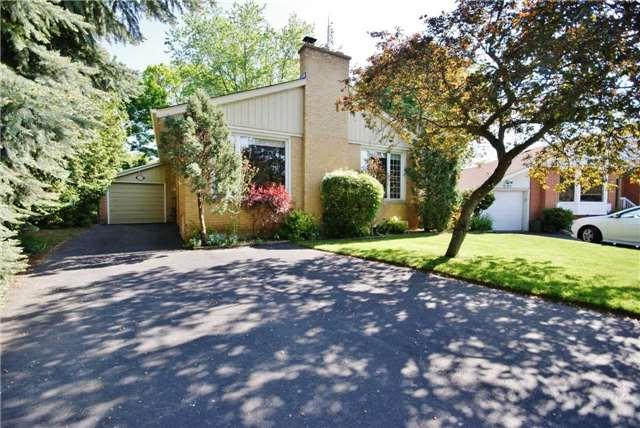 3129 Ballydown Cres, Mississauga, ON L5C 2C9 (#W4140369) :: Beg Brothers Real Estate