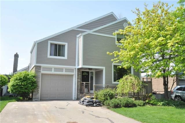 3433 Rockwood Dr, Burlington, ON L7N 2R1 (#W4140636) :: Beg Brothers Real Estate