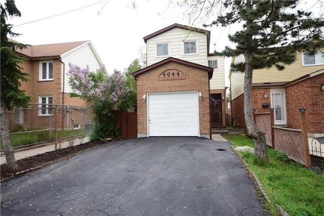 4044 Teakwood Dr, Mississauga, ON L5C 3L5 (#W4141504) :: Beg Brothers Real Estate