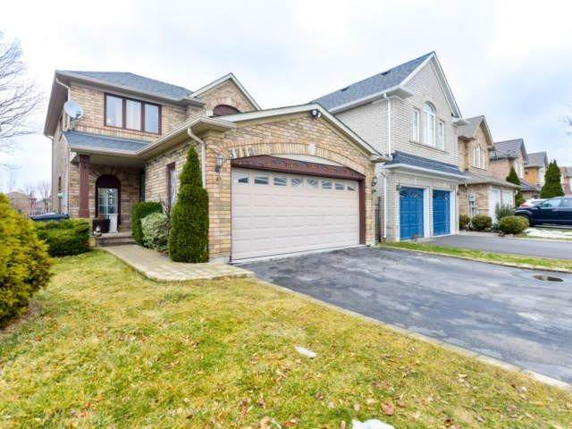 3712 Forest Bluff Cres, Mississauga, ON L5N 7W7 (#W4703519) :: The Ramos Team