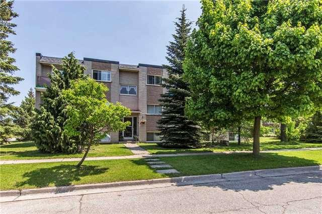 30 Woodfern Crt, Kitchener, ON N2E 1H4 (#X4138788) :: Beg Brothers Real Estate
