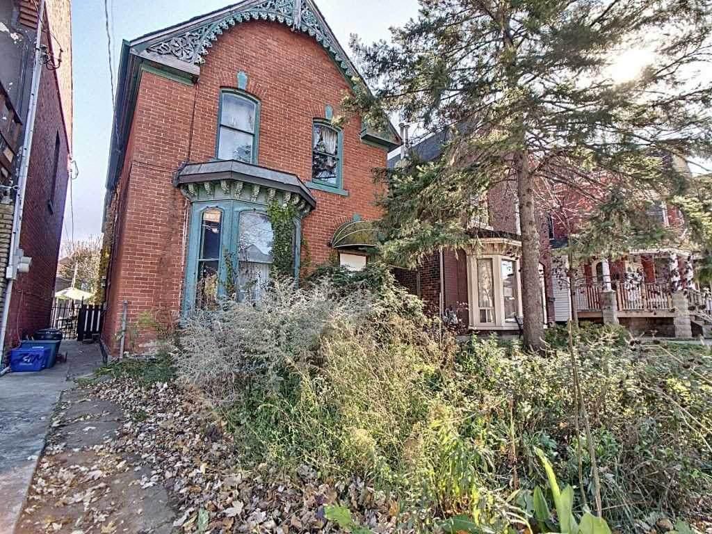 256 West Ave - Photo 1