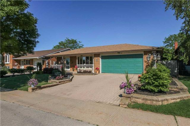 19 North Service Rd, Grimsby, ON L3M 4M4 (#X3830240) :: Mark Loeffler Team