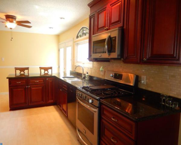 220 Bailey Avenue, Maple Shade, NJ 08052 (MLS #7035433) :: The Dekanski Home Selling Team