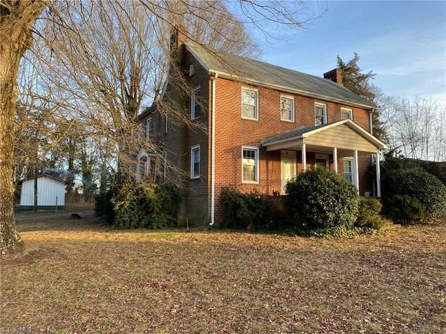 4705 Shattalon Drive, Winston Salem, NC 27106 (MLS #1008708) :: Ward & Ward Properties, LLC