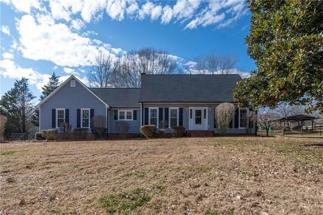 8052 Lasater Road, Clemmons, NC 27012 (MLS #1010799) :: Ward & Ward Properties, LLC