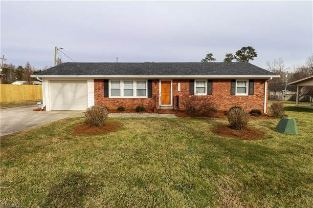 6403 Mid Pine Court, Pleasant Garden, NC 27313 (MLS #1012103) :: Berkshire Hathaway HomeServices Carolinas Realty