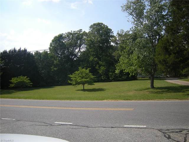 5003 Oak Garden Drive, Kernersville, NC 27284 (MLS #1026315) :: Lewis & Clark, Realtors®