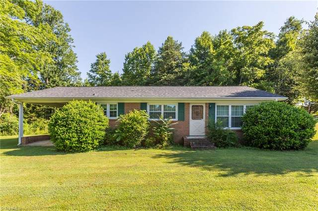 4003 Over The Hill Lane, Boonville, NC 27011 (#1028985) :: Rachel Kendall Team