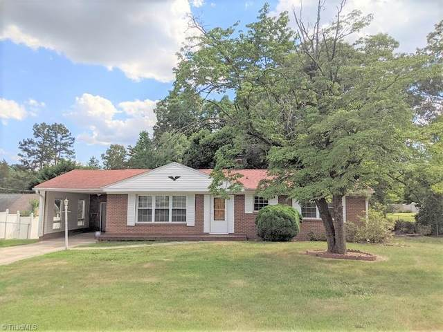 2207 Lake Forest Drive, High Point, NC 27265 (MLS #1030535) :: Lewis & Clark, Realtors®
