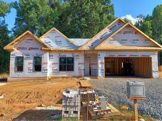 3727 Tanglewood Forest Drive, Clemmons, NC 27012 (#1030887) :: Rachel Kendall Team