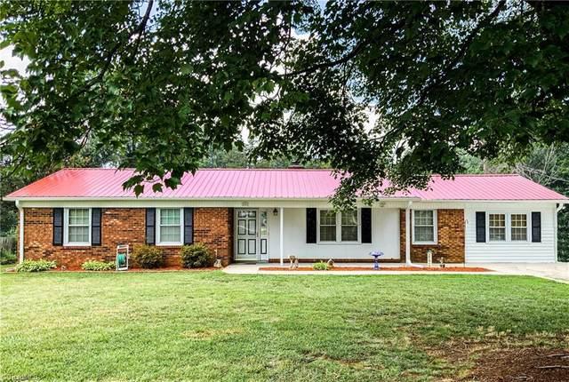 2416 Londonderry Road, Kernersville, NC 27284 (MLS #1032716) :: Ward & Ward Properties, LLC