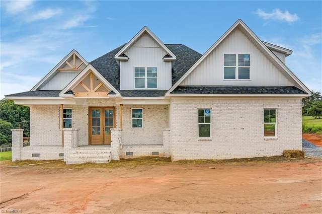 7500 Bentridge Forest Drive, Kernersville, NC 27284 (MLS #1042232) :: Berkshire Hathaway HomeServices Carolinas Realty