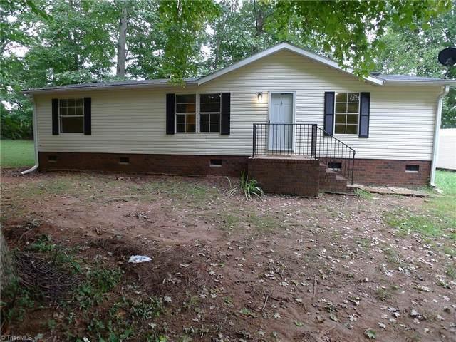 175 Stone Wood Road, Mocksville, NC 27028 (MLS #1042775) :: Berkshire Hathaway HomeServices Carolinas Realty