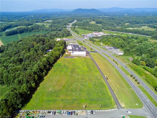 000 Scenic Outlet Lane, Mount Airy, NC 27030 (MLS #1042900) :: Berkshire Hathaway HomeServices Carolinas Realty