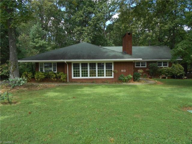 910 Oakcrest Drive, Reidsville, NC 27320 (MLS #808243) :: Kristi Idol with RE/MAX Preferred Properties