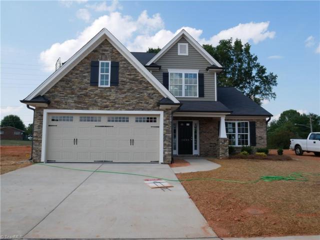 1367 Land Grove Drive, Kernersville, NC 27284 (MLS #895502) :: Kristi Idol with RE/MAX Preferred Properties