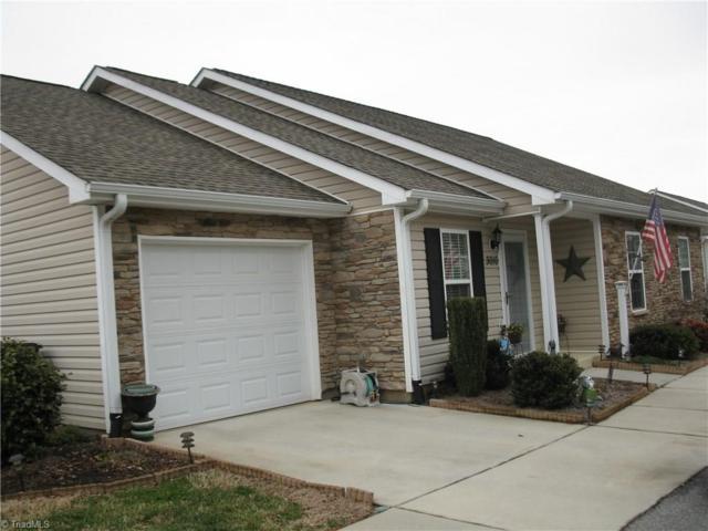3010 Hyde Place Circle, Winston Salem, NC 27103 (MLS #915274) :: Kristi Idol with RE/MAX Preferred Properties