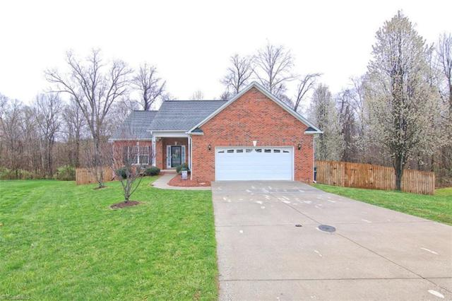 7280 Orchard Path Drive, Clemmons, NC 27012 (MLS #924768) :: Kristi Idol with RE/MAX Preferred Properties