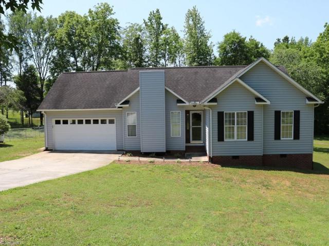 165 Cloister Drive, Mocksville, NC 27028 (MLS #932738) :: Kristi Idol with RE/MAX Preferred Properties