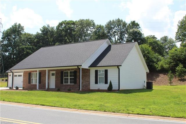 1111 Folkstone Ridge Lane, Winston Salem, NC 27127 (MLS #938505) :: Kristi Idol with RE/MAX Preferred Properties