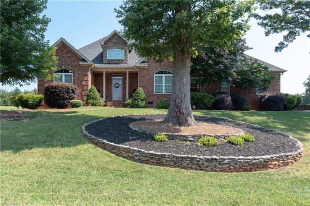 2135 Walnut Crossing Run, Yadkinville, NC 27055 (MLS #943621) :: Berkshire Hathaway HomeServices Carolinas Realty