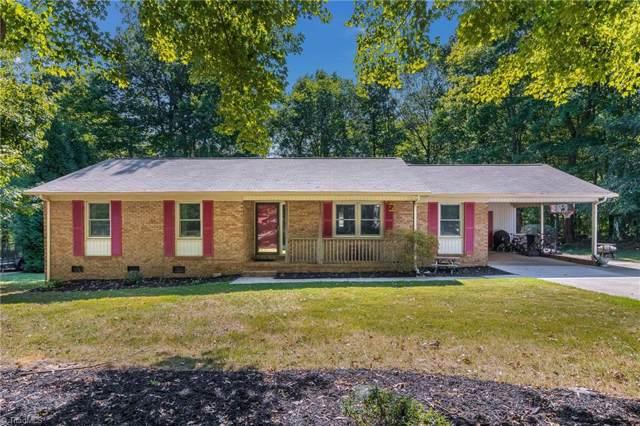 9112 Foxlair Drive, Kernersville, NC 27284 (MLS #951403) :: HergGroup Carolinas | Keller Williams