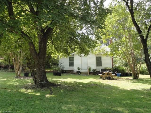 2301 Edgewood Drive, High Point, NC 27262 (MLS #952027) :: Greta Frye & Associates | KW Realty Elite