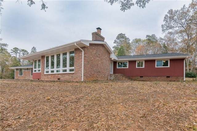 3690 Lakeview Drive, Pfafftown, NC 27040 (MLS #957066) :: Ward & Ward Properties, LLC